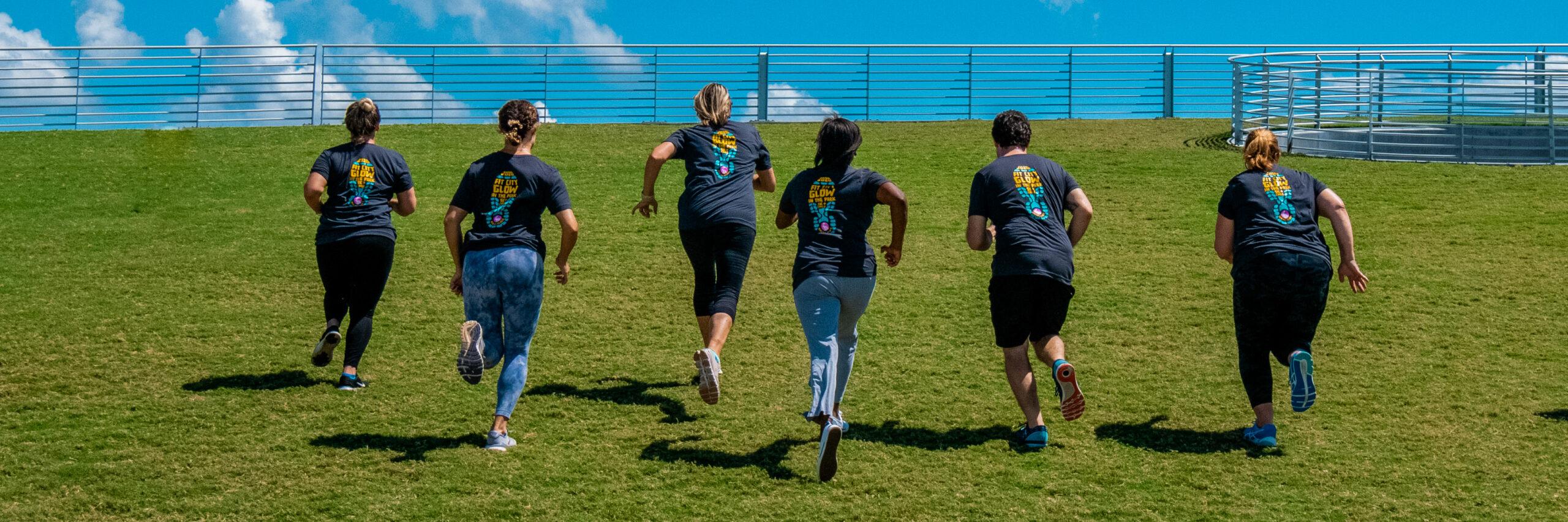 people running on grass